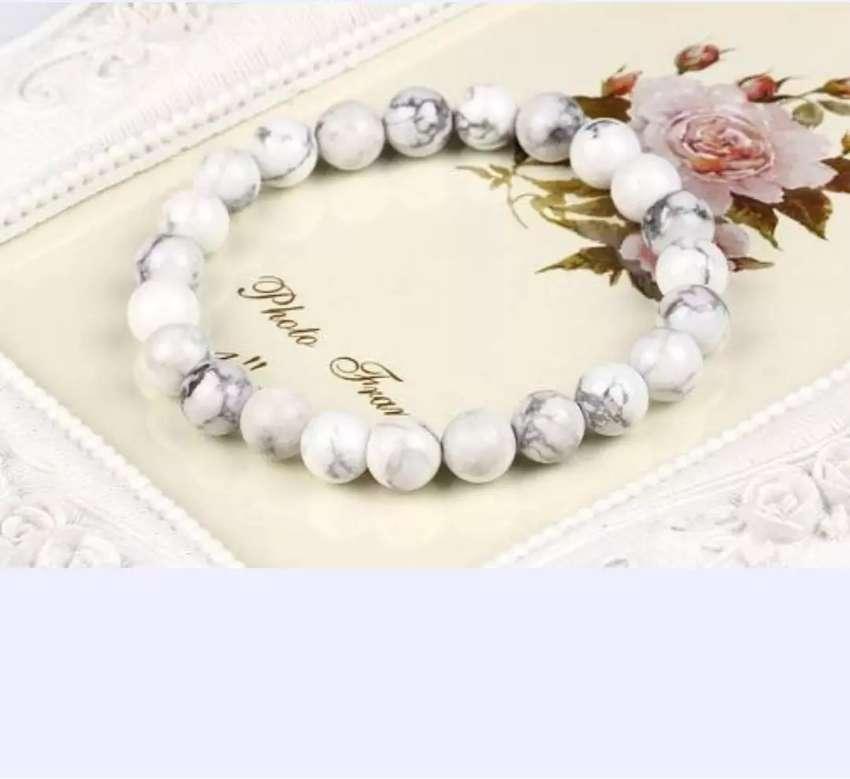 Pulsera mujer blanco + caja de regalo 0
