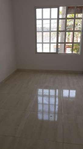 Alquilo apartaestudio 2 ambientes exelente ubicacion  tiene servicios incluidos