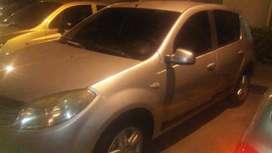 Se vende carro Sandero modelo 2010