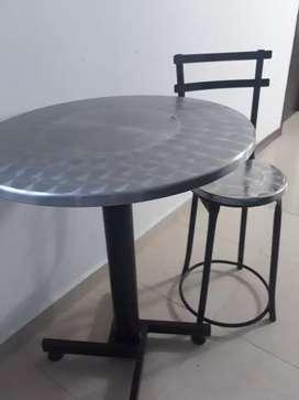Mesa + 3 sillas