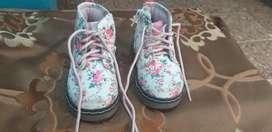 Zapatos de niña, negociables