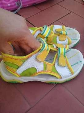 Perfecto estado sandalias de calidad .27 $1500