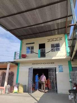 Se vende 2 locales comerciales. En Simón Bolívar