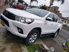Toyota hilux  2017 4x4 full
