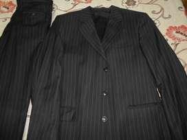 vendo 2 trajes nuevos p/hombre talle 48 c/chaleco y pantalon c/corte italiano