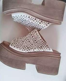 Zapatos tachas