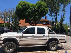 Toyota hilux SRV Doble cabina . Motor 3.0 hecho a nuevo .