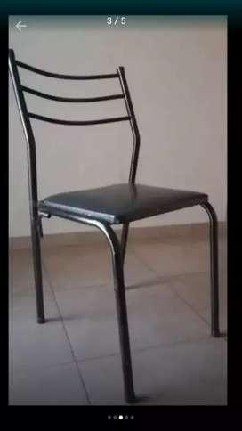 Roperito y sillas