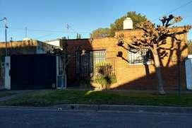 Casa Americana en Excelente ubicación,cercana a varios medios de transporte y con amplio parque arbolado.