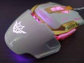 Mouse Gamer con pesas - luz cambia de color, ergonómico