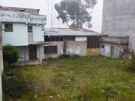Se vende casa con galpón en el sector de La Roldós 2da etapa.