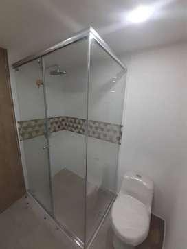 Division de baño 6mm solo vidrio con herrajes de lujo en acero