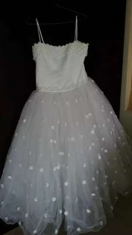 vestido para la primera comunión como nuevo en perfecto Estado un millón 500 ,de diseñador doralba Zapata