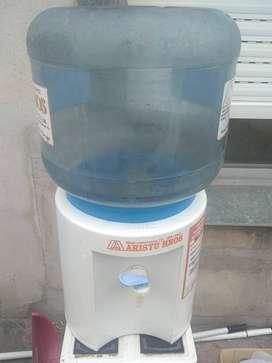 Dispenser de agua con bidón