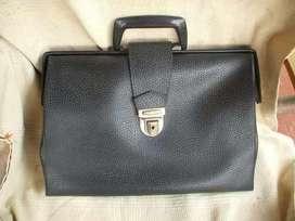 Antiguo maletín o portafolio marca primicia