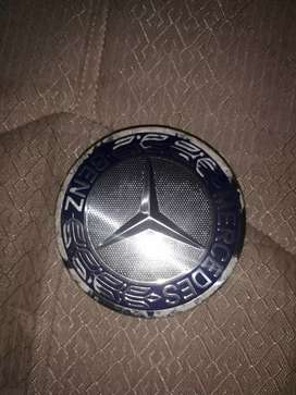 Insignia de Mercedes benz para la rueda