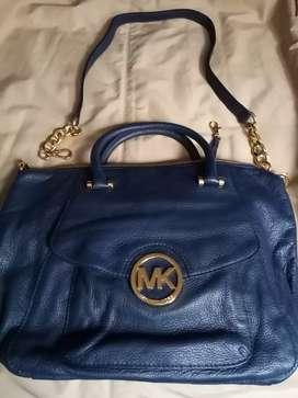 Bolso de piel MICHAEL KORS, color azul con cadenas, nuevo, original