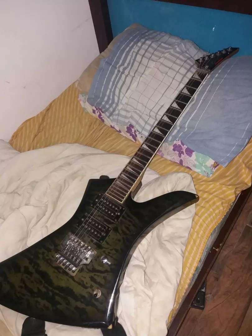 Vendo o permuto guitarra ranger kelly explorer 0