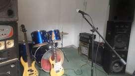 Sala de ensayo 300 la hora bajo y guitarra aparte 100 por cada uno