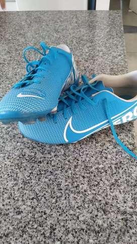 Botines Nike Vapor 13 Academy MG - Azul y Blanco Talle 37 - Rosario