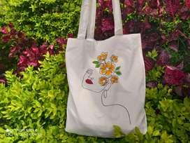 Cosmetiqueras y bolsos pintados a mano