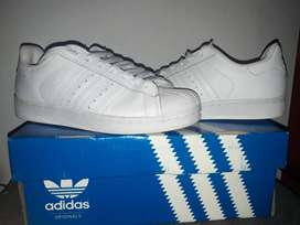 Zapatillas Adidas Superstar, número 37