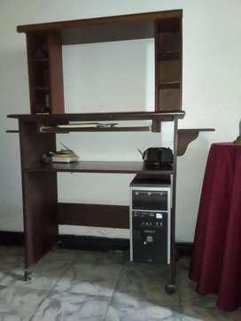 Se vende CPU y mesa para computador en excelente estado