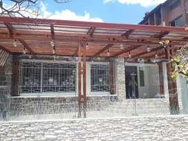 Mariscal cerca Universidad  Católica Arriendo local comercial