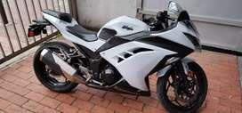 Moto Kawasaki Ninja 300 - Modelo 2013