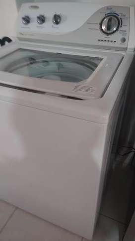 Potente lavadora Whirlpool 34 libras poco uso