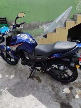 Se vende moto 2015