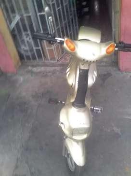 Scooter 36v con luces  traseras y delanteras