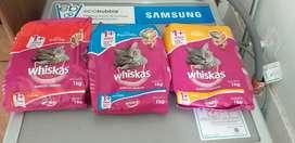 Vendo alimento whiskas para gatos adultos