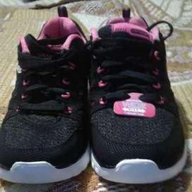 Zapatos skechers y Nike