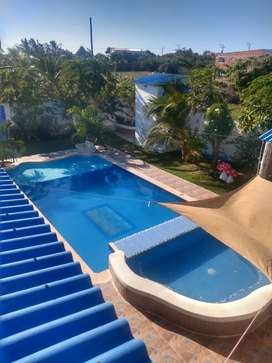 Cabaña campestre con piscina y jacuzzi. Una noche $ 950.000, dos noches $ 1.700.000.