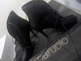 Botas con taco ,color negro ,marca Paruolo talle 36