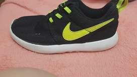 Se vende zapato nike original de niño 32