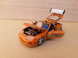 Vendo Toyota Supra esc 1/24- Juguete de Colección