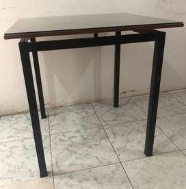 Juegos de mesas y sillas de hierro.