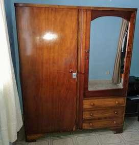 Vendo ropero antiguo con espejo