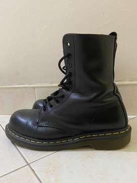 Botas Dr Martens 1490 10 Eye Boots 10105 Negras Perfectas
