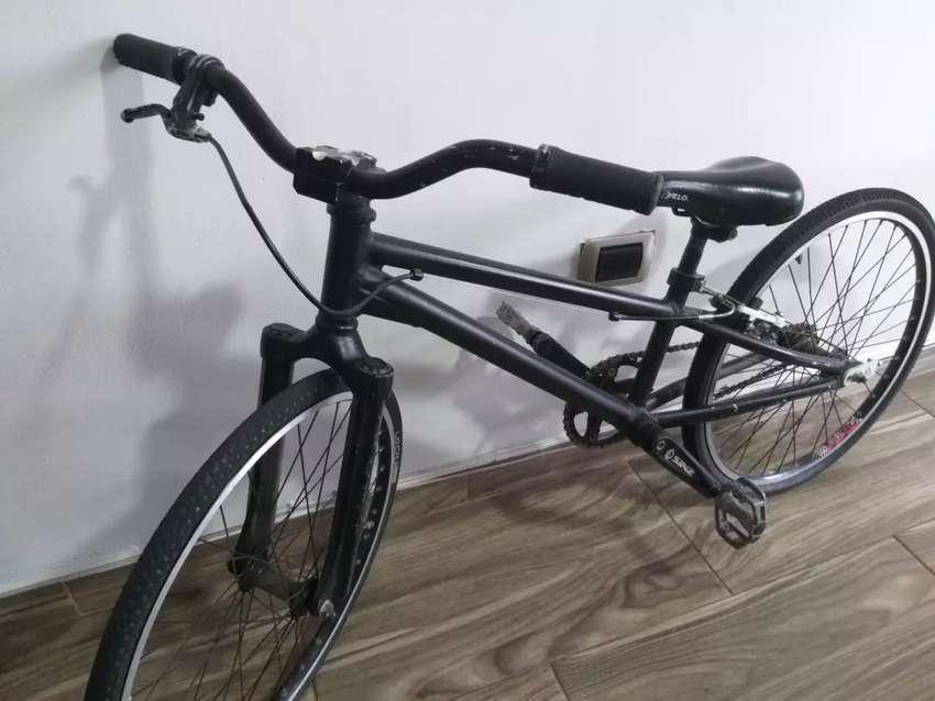 Hermosa bicicleta de cross 0