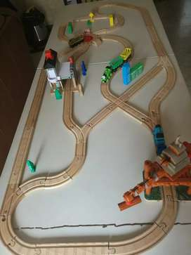 PISTA THOMAS & FRIENDS MADERA