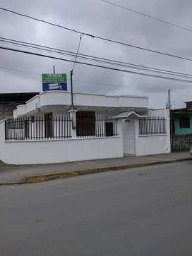 Casa Esquinera en Sector Comercial - Santo Domingo