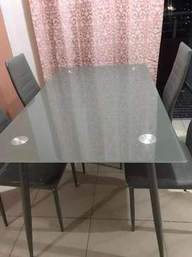 Comedor con 4 sillas usado las sillas son opcionales