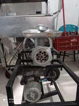 Se vende molino  para moler carne y embutir chorizos
