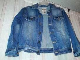 Chaqueta de jeans talla 6 offcors  original.  En excelente estado  .