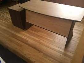 Vendo escritorio con dos cajoneras en perfectas condiciones
