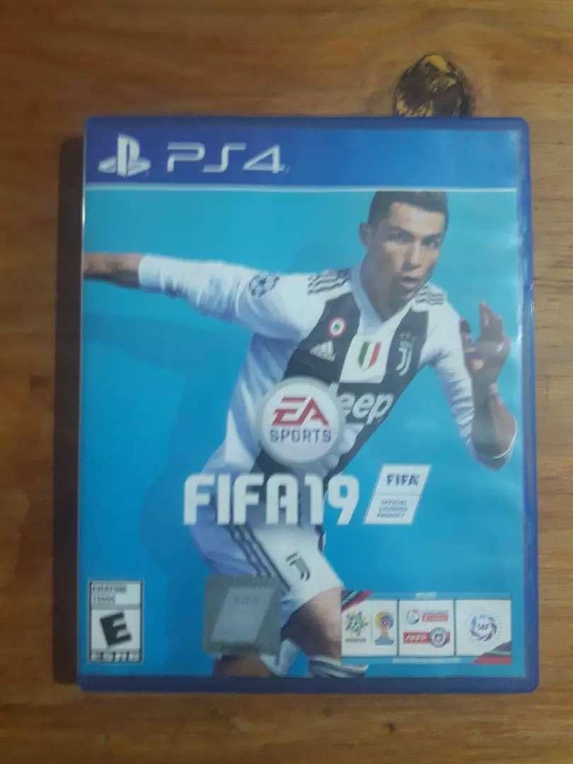 Vendo FIFA 19 físico ps4 0