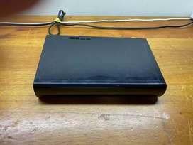 Nintendo Wii U con control original, dos controles auxiliares